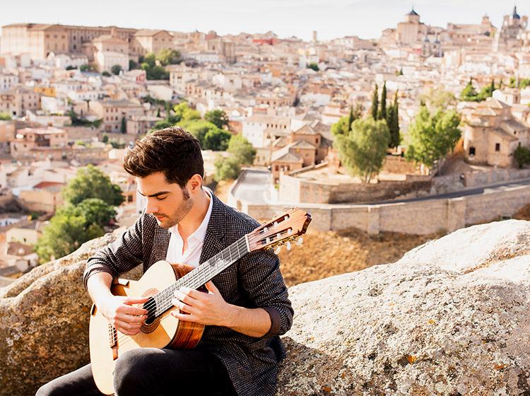 Miloš Karadaglić. Photo: Lars Borges, Mercury Classics