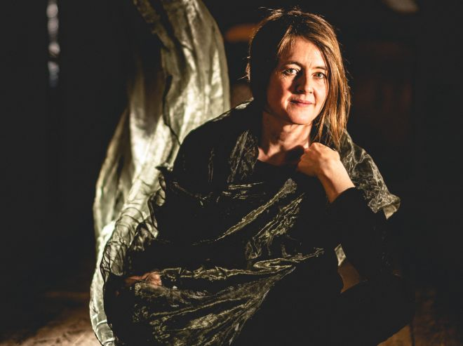 Karine Polwart seated (photo: Sandy Butler)