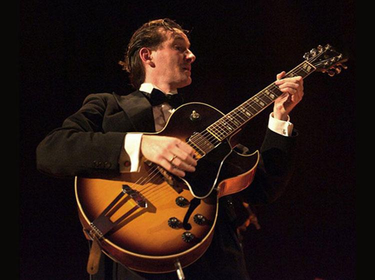 Benoit Viellefon performs with his Trio