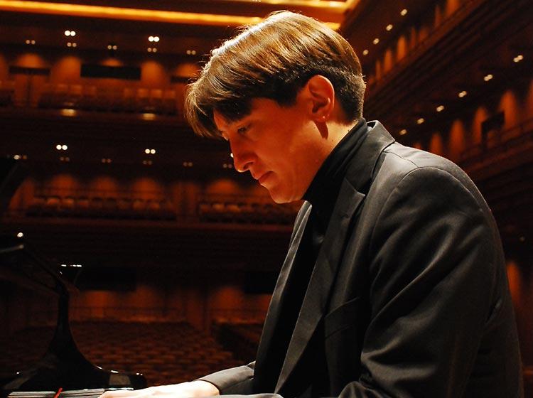 Pianist Freddy Kempf