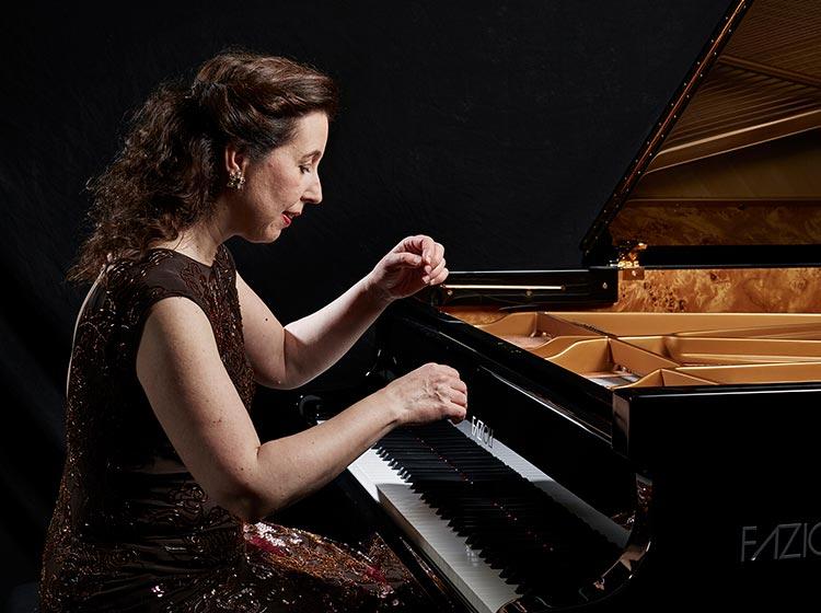 Pianist Angela Hewitt. Photo by Keith Saunders.